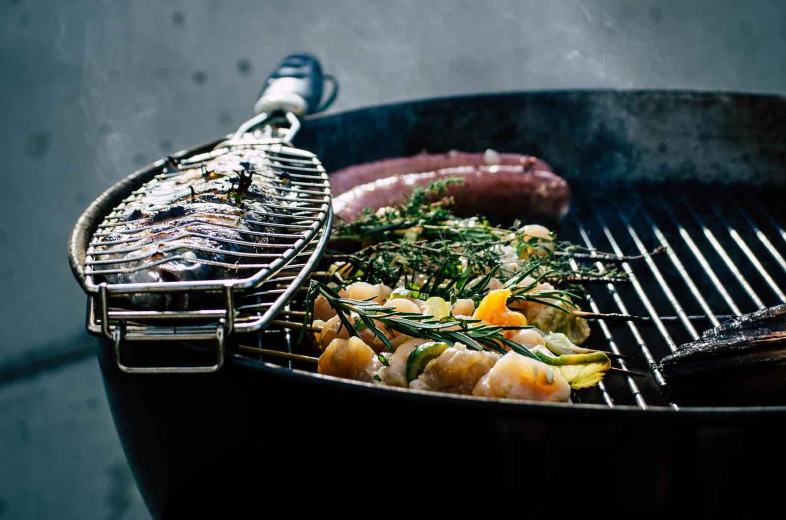 TEAMBRENNER International leichtes Sommerrezept Gegrillter Fisch gekochten Kartoffeln Salat