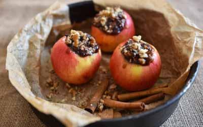 Der Kipfel, der Kapfel, der gelbrote Apfel. Unser gelingsicheres Bratapfel-Rezept für euer Weihnachtsfest.